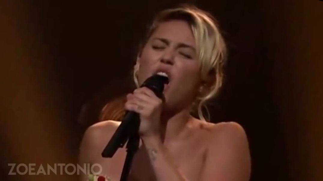 """Miley Cyrus - Live """"Baby, I'm in the Mood for You"""""""