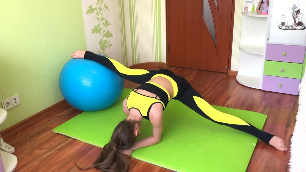 ABS with fitball @Nastiona Zhuk