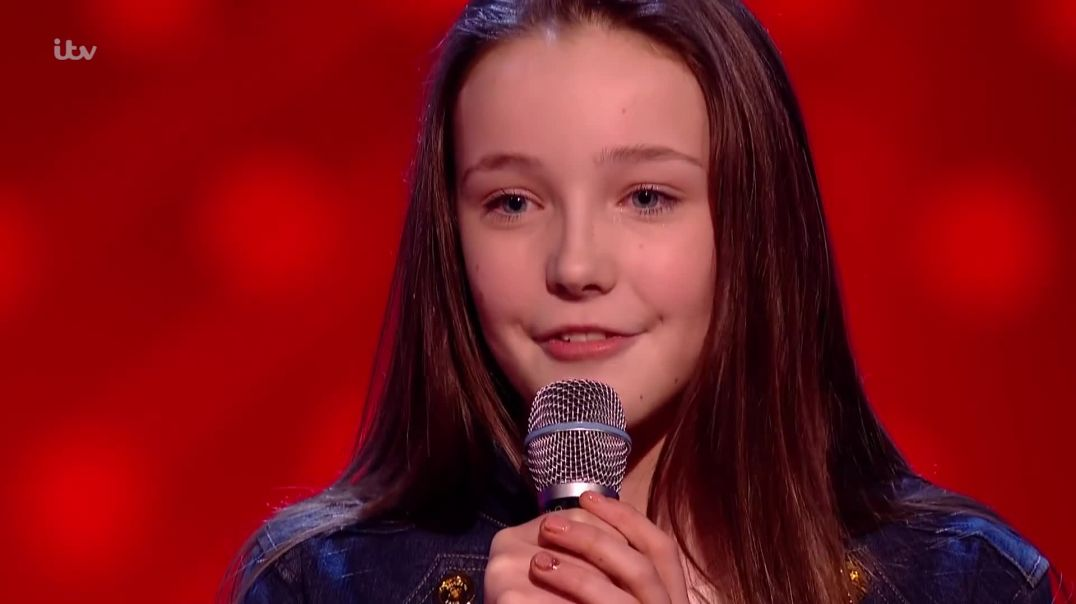 """Lucy Thomas Performs """"Moon River"""" - The Voice Kids UK 2018"""